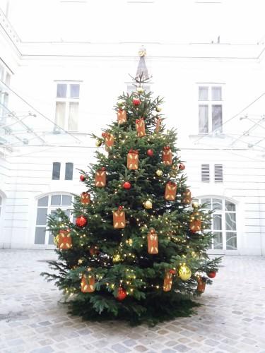 traditionelle weihnachtssymbole der weihnachtsbaum. Black Bedroom Furniture Sets. Home Design Ideas